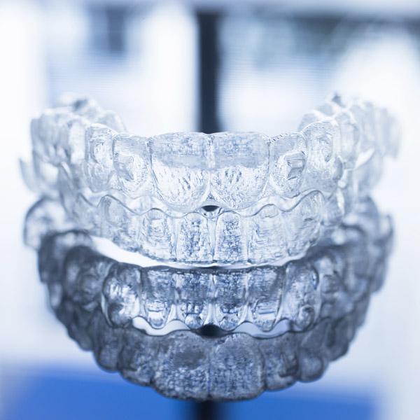 come-lavarsi-i-denti-con-l'apparecchio-2